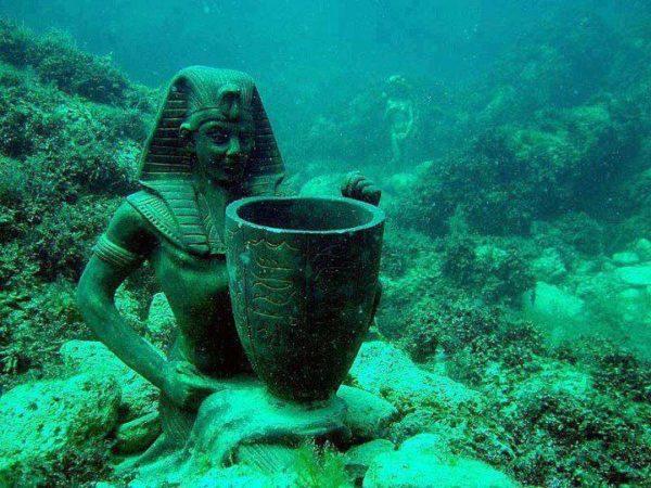 alexandria-underwater-museum-statues-for-divers